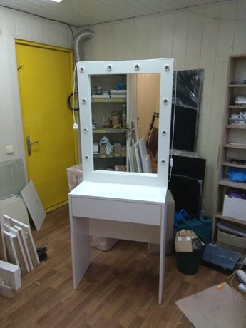 Гримерное зеркало 80 см с подсветкой лед туалетный столик с лампочкам