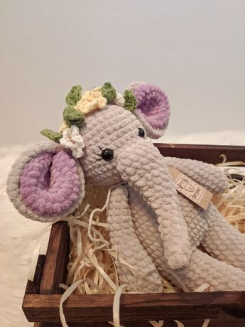 Miś, pluszak słonik wykonany na szydełku