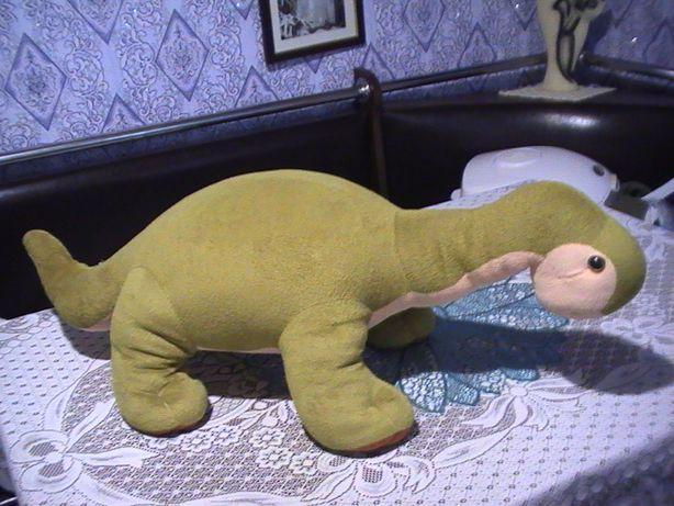 Детская мягкая игрушка - динозавр .