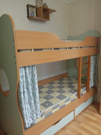 Двухъярусная кровать.Продам двухъярусную кровать