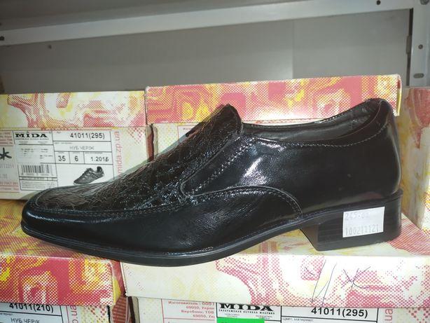 Продам нові туфлі для хлопчика класика 35 розмір
