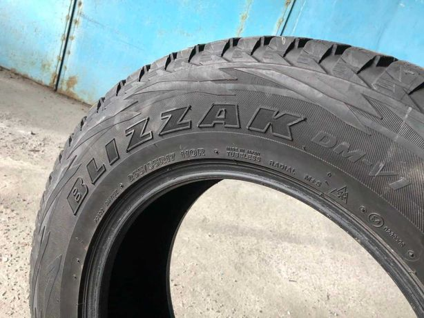 Продам БУ шины резину покрышки Bridgestone Blizzak DM-V1 255/65 R17