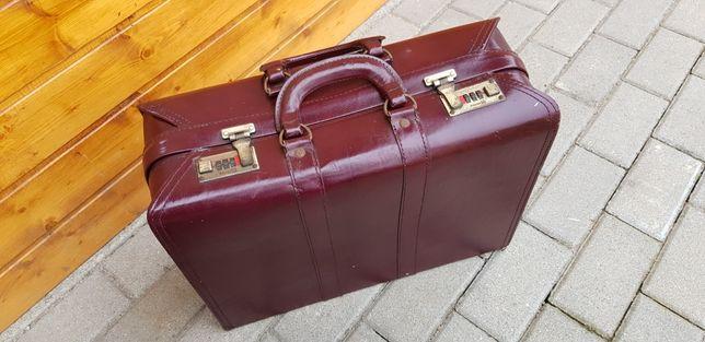 Stara walizka nieużywana