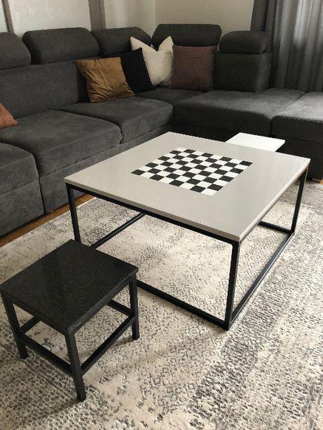 Stolik kawowy z motywem szachownicy