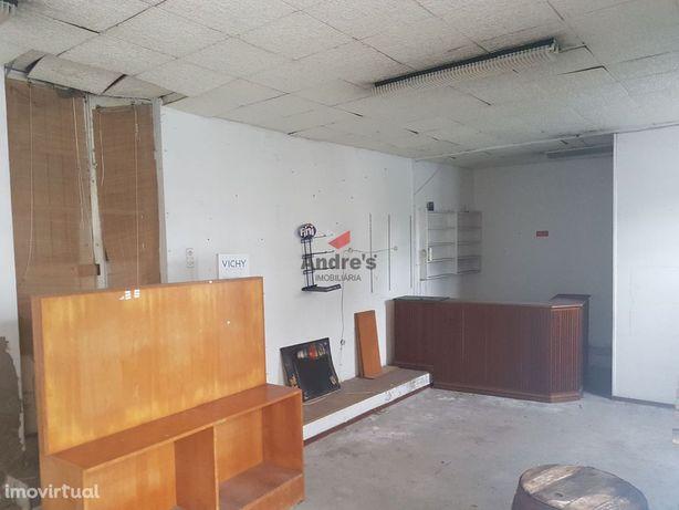 Moradia T2 / Com Loja / Para Remodelar