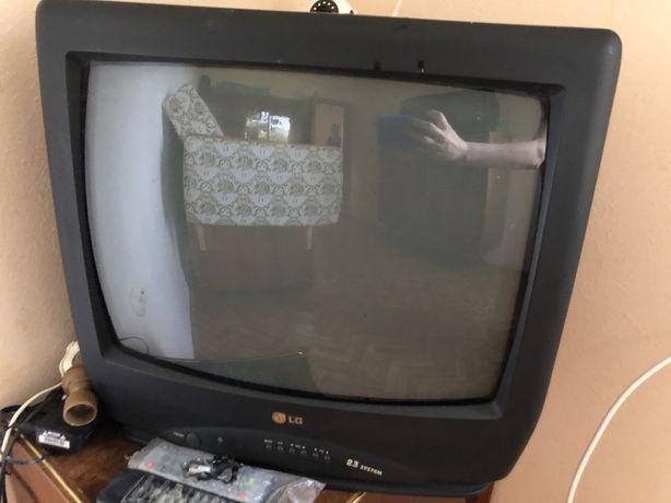 Телевізори 2 штуки за 900 грн.