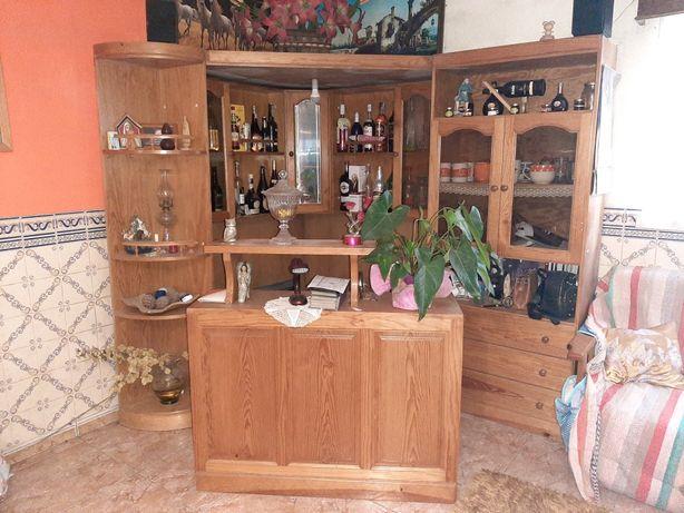 Bar de canto de pinho