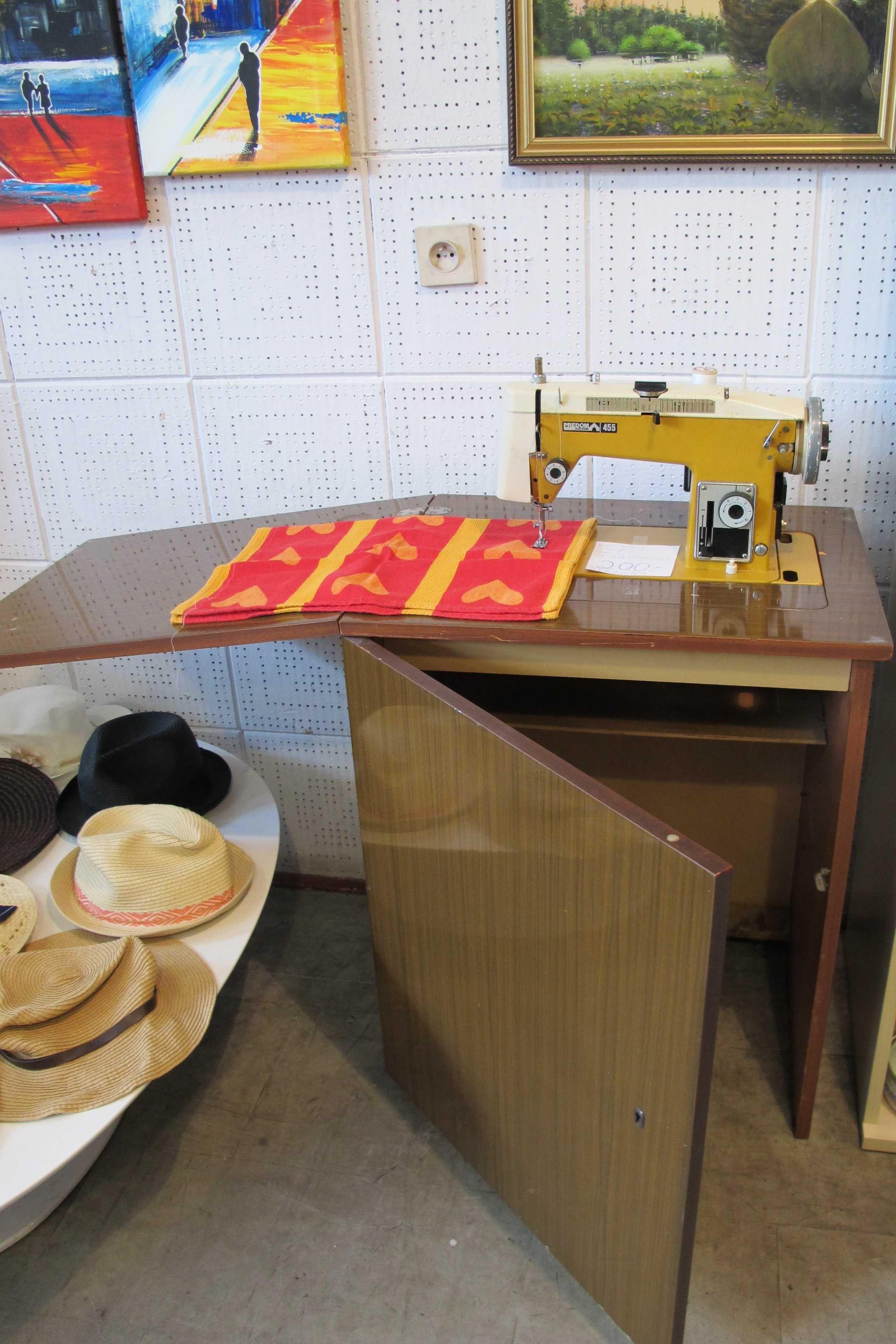 Maszyna do szycia Predom Łucznik 455 z szafką prl