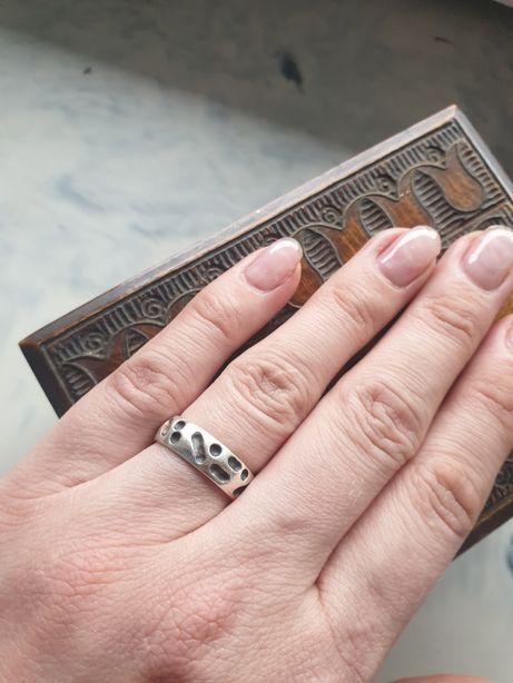 Srebrny pierścionek obrączka