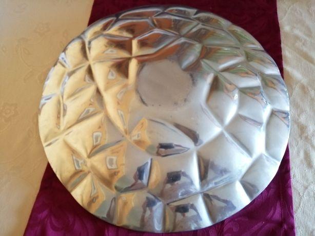 Fruteira grande prateada e trabalhada em ferro / centro de mesa