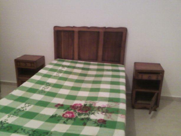 Mesa de Madeira mais 2 mesas de cabeceira
