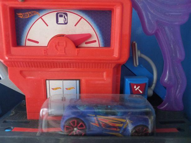 Hot Wheels stacja paliw + samochodzik