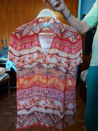 Conjunto de blusa e saia, do El Corte Inglês.