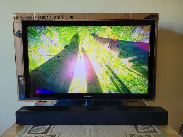 TV Samsung UE326100SW z Soundbar Samsung HW-J250