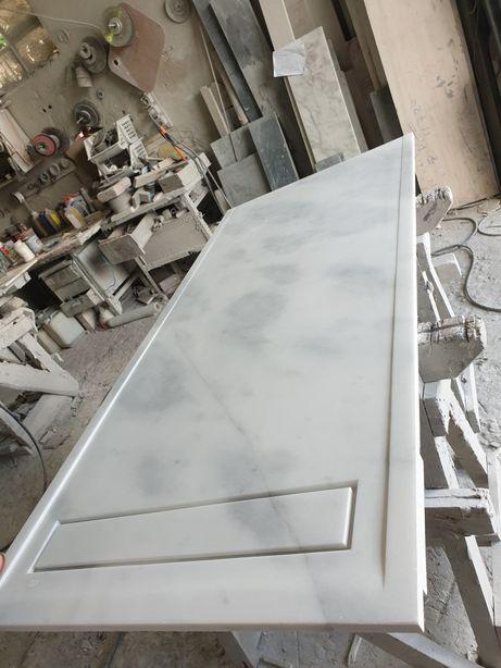 Base de duche em marmore branco e cinza
