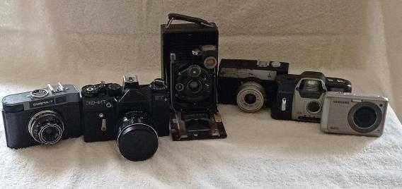 Набор фотоаппаратов разных лет