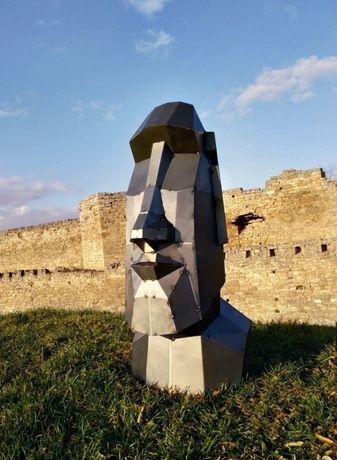 Полигональная фигура, металл. Скульптура Моаи. Голова с острова Пасхи