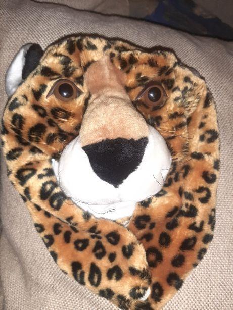 новогодняя шапка-леопард.