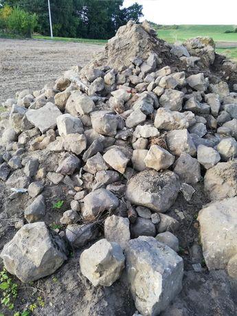 Kamienie, głazy.