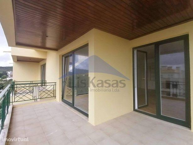 Apartamento T4 com 235 m2 na Quinta da Nora, em Carnaxide