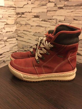 Продам зимнюю женскую обувь