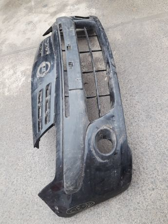 Nissan Pixo 2009-13. 7171168KA. Бампер передній. (1630)