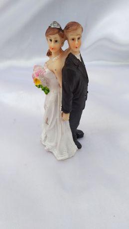 Свадебная фигурка на торт с женихом и невестой. Высота фигурки 10 см.