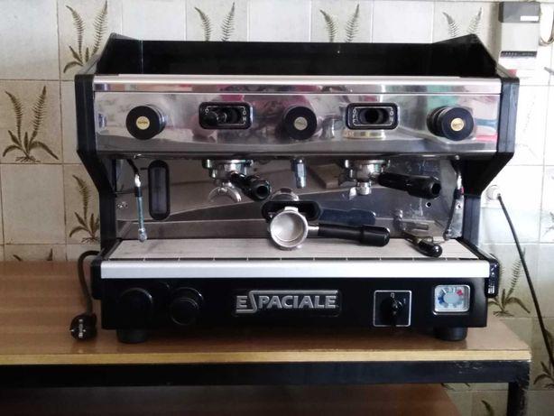 Máquina de café e 2 moinhos