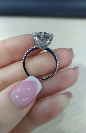 Кольцо с камнями 925 родированое серебро