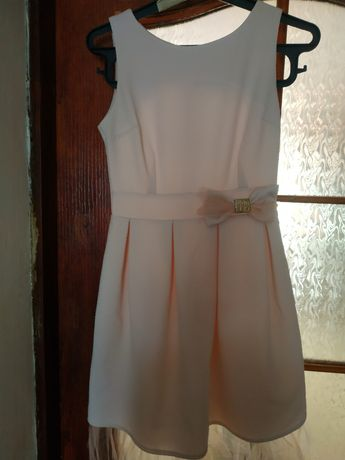Продам плаття ніжного кольору