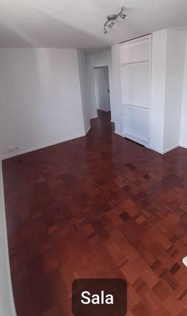 Aluga-se Apartamento T2