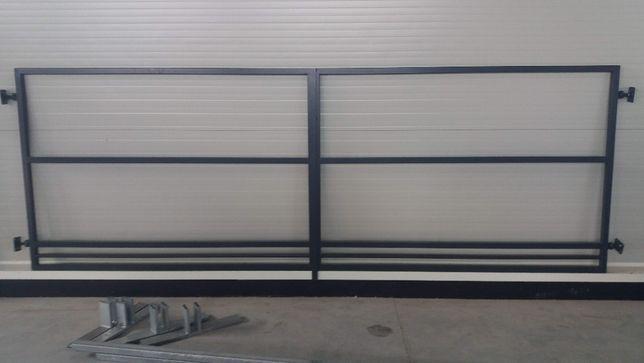 Brama uchylna pod zabudowę panelem