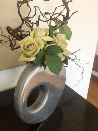 Vende-se Jarra com flores em ótimo estado