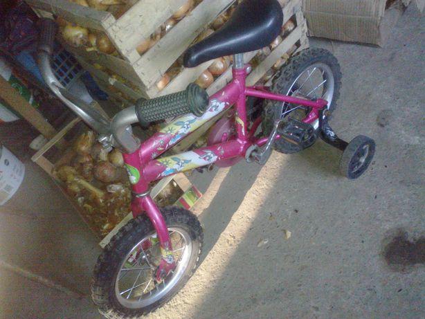 Rowerek dzieciecy z bocznymi kółkami