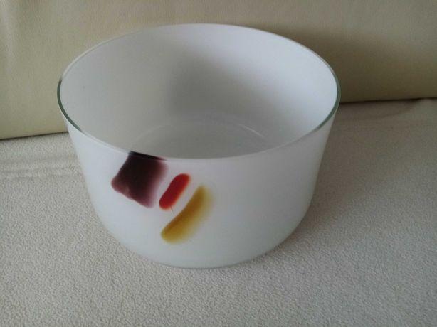 Biały wazon/misa z kolorowym detalem, z okresu PRL