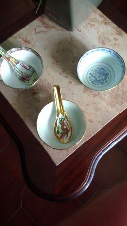 Taças  de porcelana chinesa com colher pintada à mão