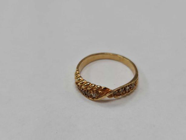 Klasyczny złoty pierścionek damski/ 585/ 2.82 gram/ R18/ Cyrkonie