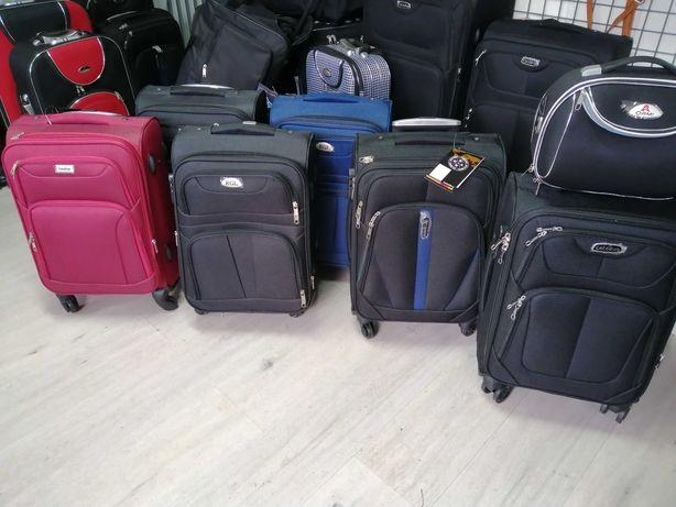 Wyprzedaż walizek, 4 obrotowe kółka, rozmiar S ok 55x40x20 - 65 zł.