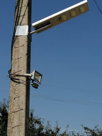 Вуличний ліхтар на сонячних панелях для монтажу на існуючих стовпах