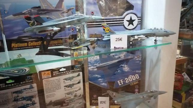 Avião caça F 14 Tomcat 1:72 com caixa de luxo novo