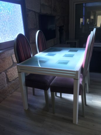 Mesa Laçada a Branco de Sala