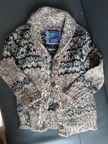 Sweterek 104 Reserved