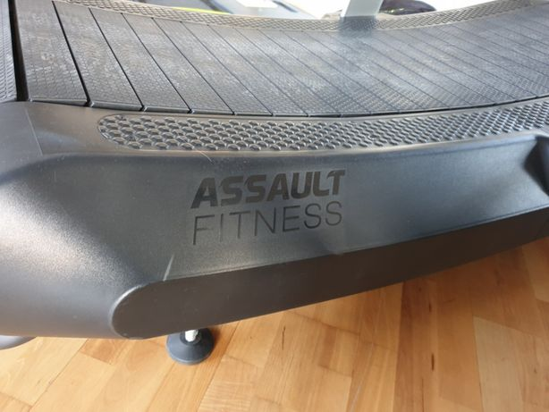 Продается беговая дорожка Assault AirRunner