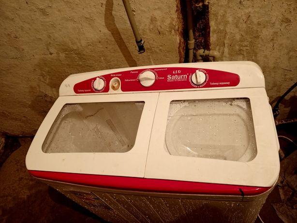 Продам машинку напівавтомат Сатурн б/у