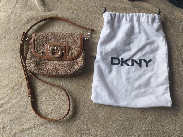 Mala toda em pele DKNY