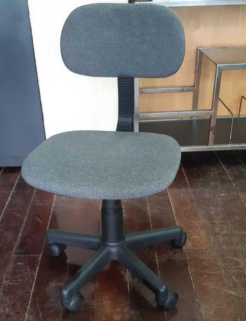 Cadeira c/ Rodas Giratória Elevatória Criança