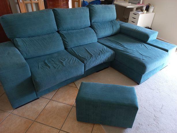 Sofa chaise long com puff