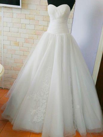 Платье белое ,фатин