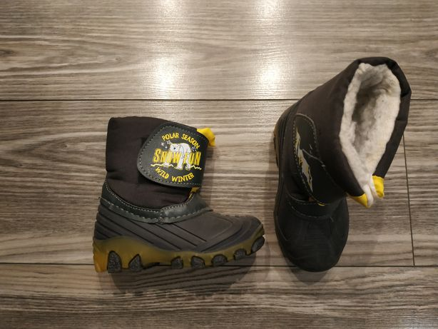 Buty zimowe (śniegowce) rozmiar 24