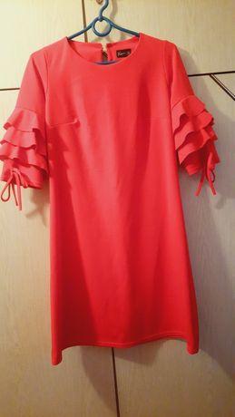 Sukienka czerwona, koktajlowa, z falbankami na rękawach